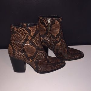 Zara snakeskin Heeled Booties